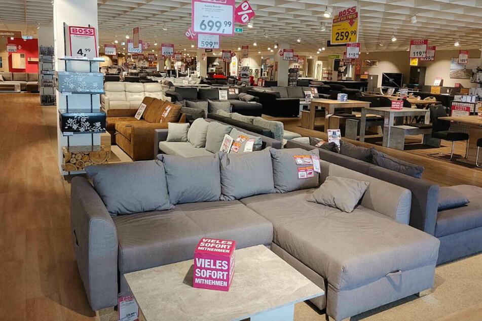 Wegen Schließung, staubt Ihr hier diese Woche bis zu 70% Rabatt auf Möbel und Co. ab!