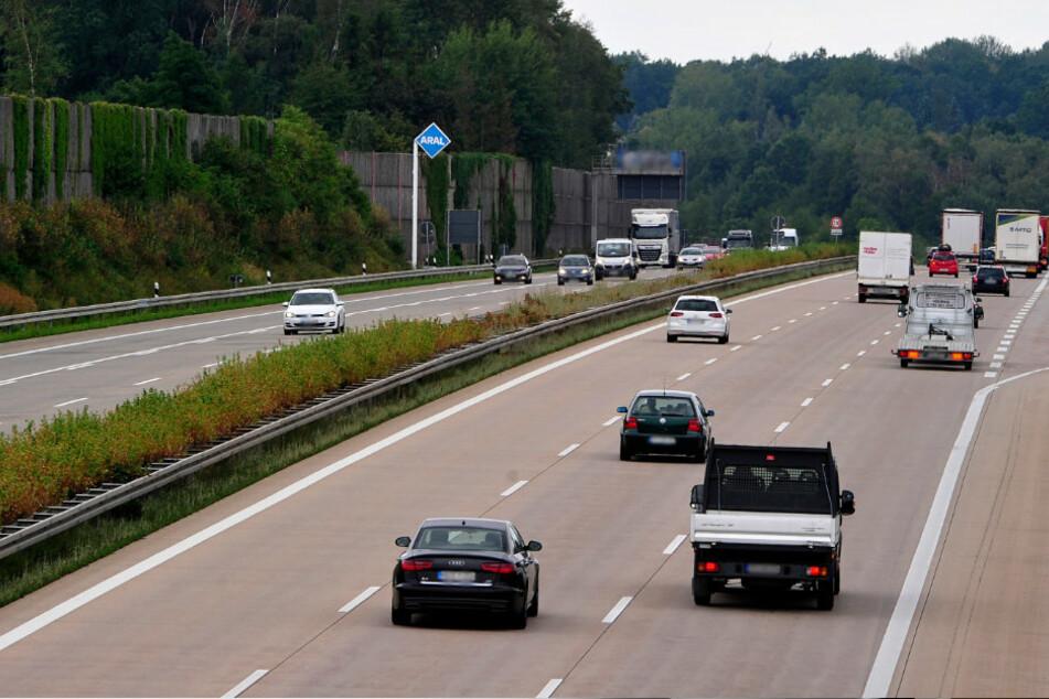 SUV-Fahrer überholt auf A4 mit gezogener Waffe und bedroht VW-Fahrer