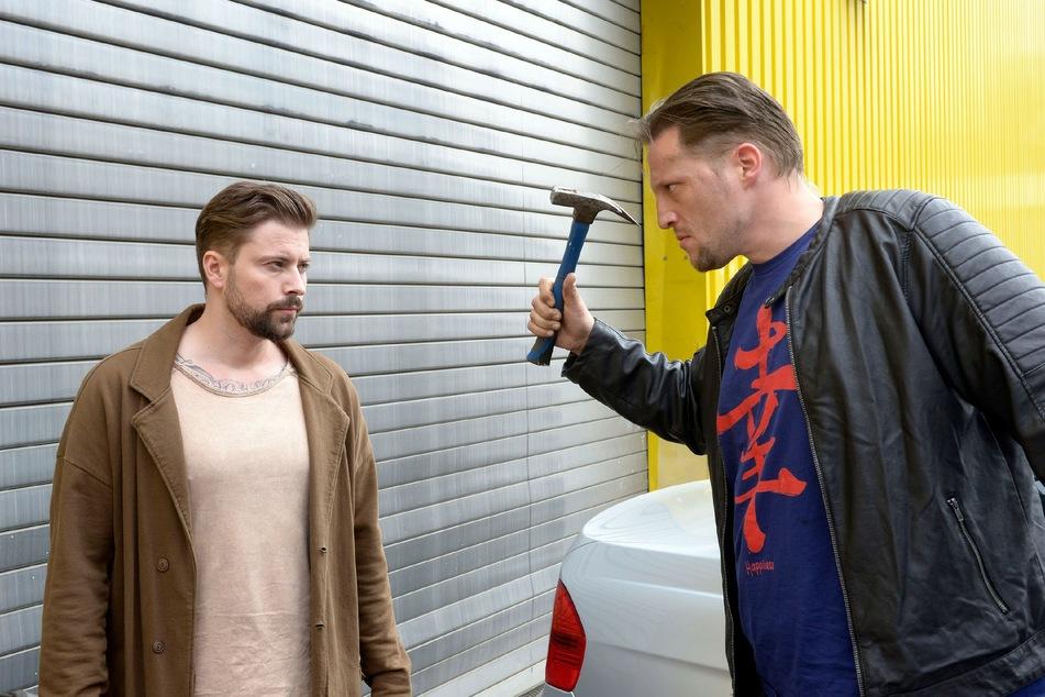 John legt sich mit Torben Kunze an.