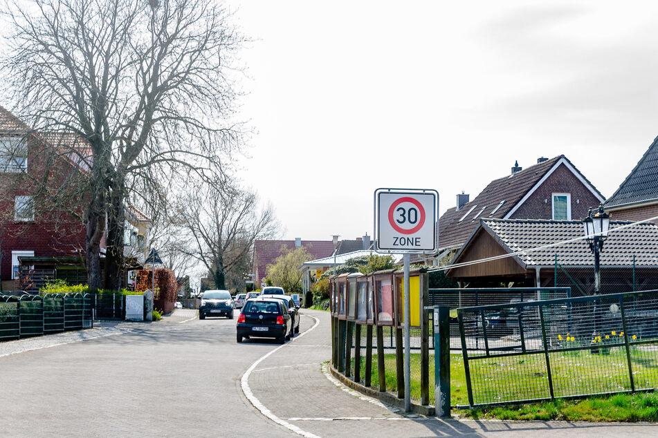 In Krummesse gelten zwei verschiedene Corona-Regelwerke, weil eine Kreisgrenze sie zerschneidet und sie unregelmässig zu dem Kreis Herzogtum Lauenburg oder zur Stadt Lübeck zuordnet.