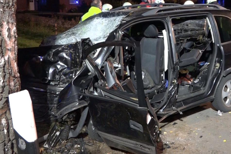 Horror-Unfall: Mutter stirbt in Autowrack, sechs Kinder schweben in Lebensgefahr