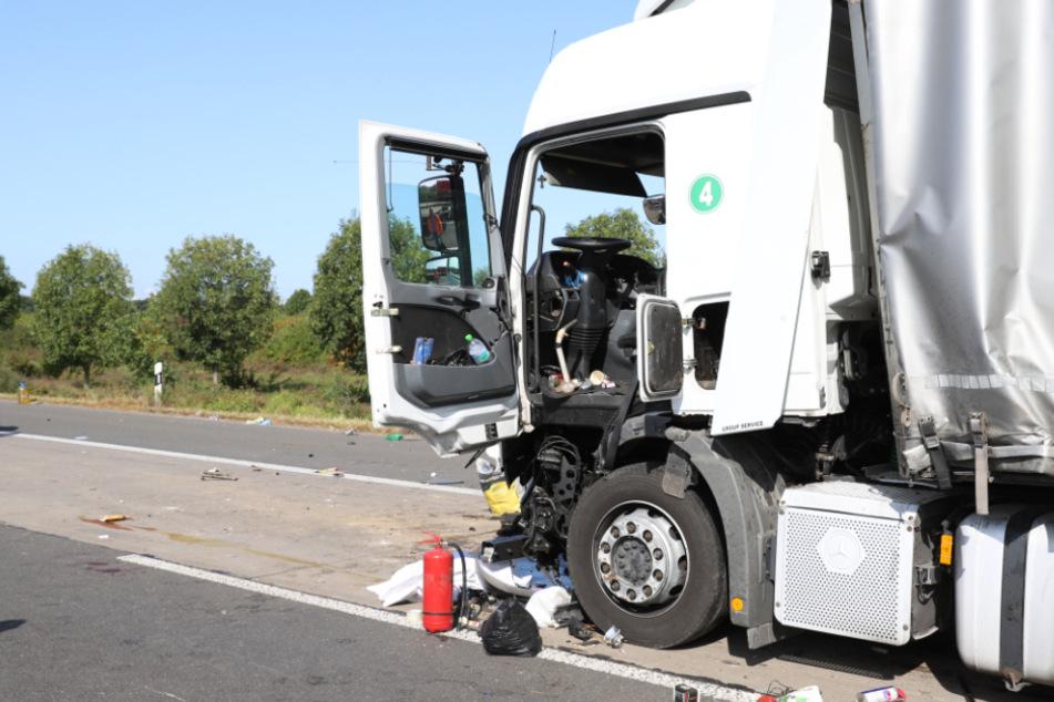 Heftiger Unfall auf der A4 bei Köln: Drei Menschen teils schwer verletzt