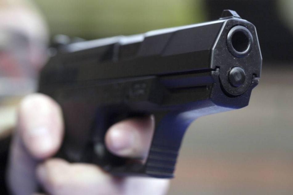Teenie schießt auf Familie, weil er nicht zur Schule will