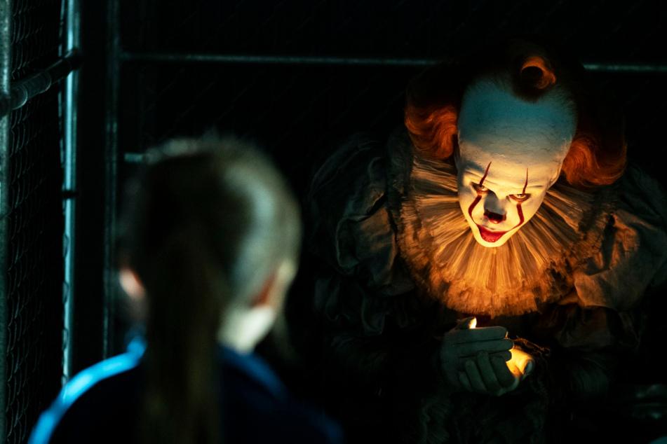 """Horror-Clown Pennywise (Bill Skarsgard) kehrt in """"ES Kapitel 2"""" zurück und verbreitet wieder Angst und Schrecken."""