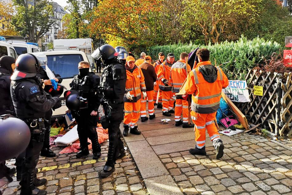 Die Stadtreinigung hat auf der Schanzenstraße am heutigen Dienstag alle Hände voll zu tun.