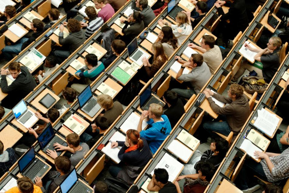 Studenten-Rekord in Bayern! Corona stellt Universitäten vor schwierige Aufgabe