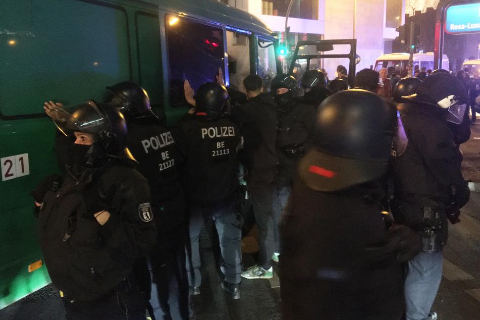 """Nach der Räumung der Kiez-Kneipe """"Meuterei"""" in Berlin-Kreuzberg hat es insgesamt 60 Festnahmen gegeben"""