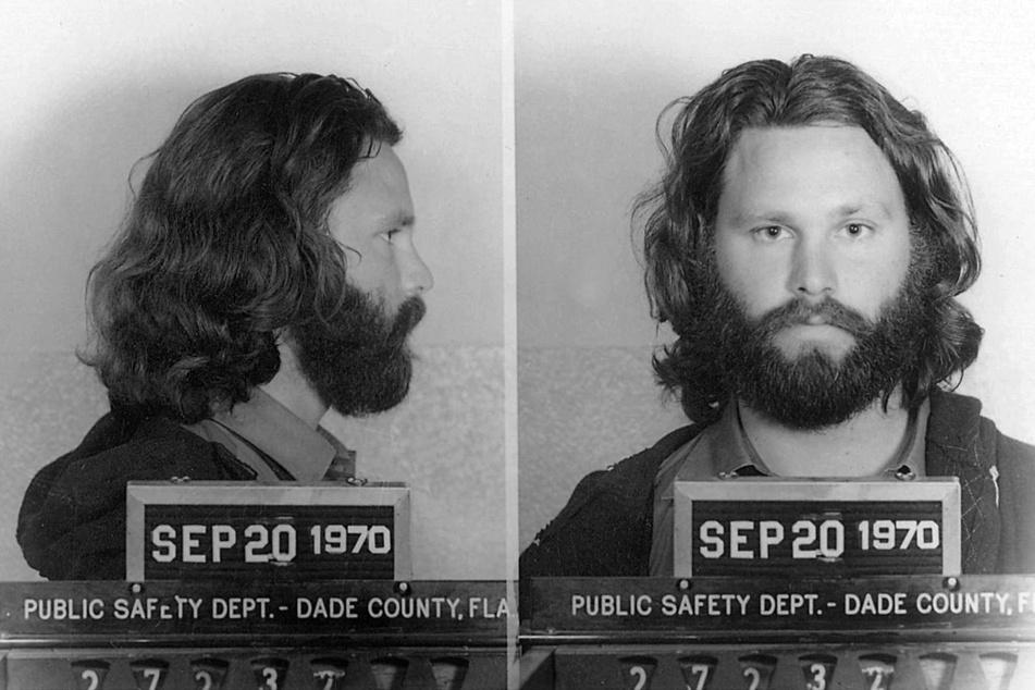 """Die ARTE-Sendung """"Jim Morrison - The End"""" läuft am Freitag, dem 2. Juli bei ARTE. Hier das Polizeifoto von Jim Morrison bei seiner Verhaftung: Wegen Problemen mit der Justiz hatte er sein Leben als Rockstar in den USA hinter sich gelassen und war nach Frankreich gekommen."""