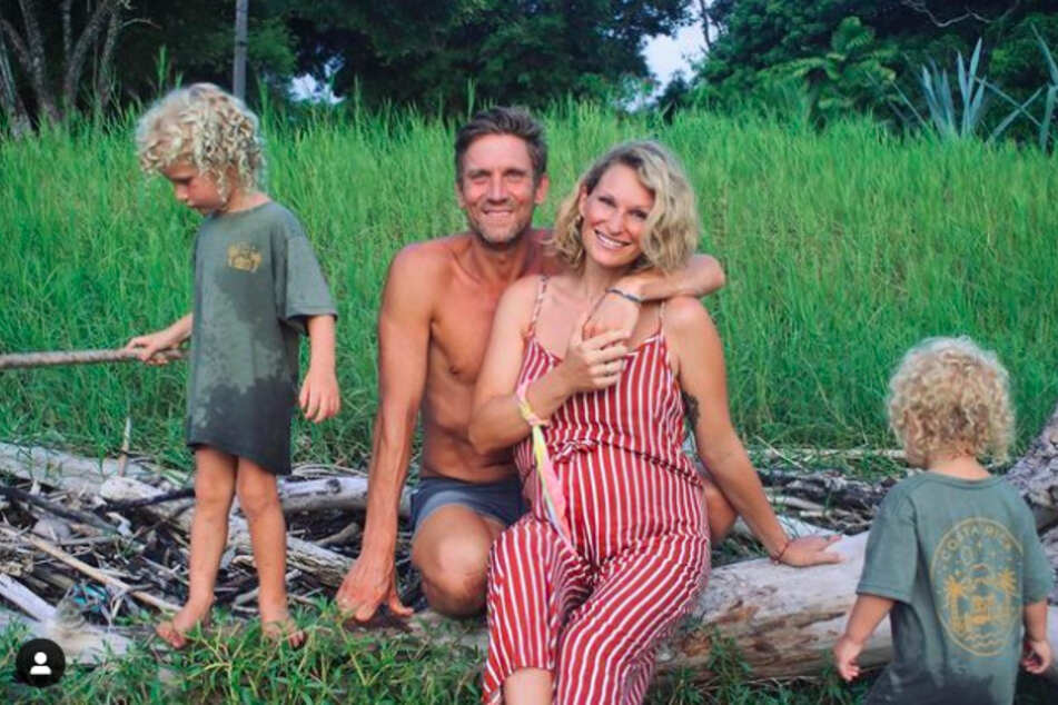 In wenigen Wochen erwarten Janni und Ehemann Peer Kusmagk (45) ihr drittes Kind.