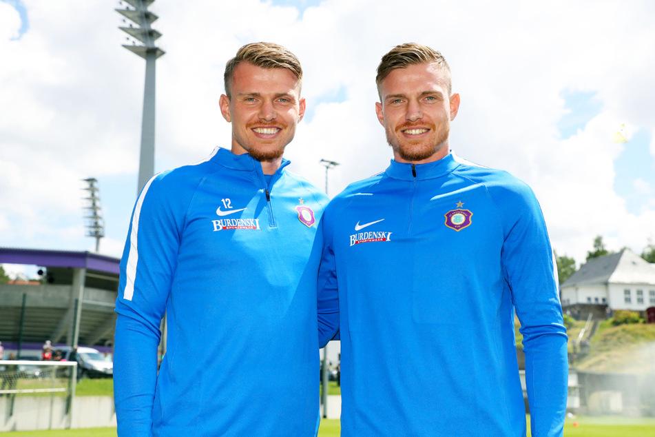 Und wer ist jetzt wer? Steve Breitkreuz (29, l.) sorgte mit seinem Zwillingsbruder Patrick (hier als Testspieler beim FCE am 25. Juni 2018) auch schon bei Hertha BSC II für Verwirrung, weil die Zuschauer sie oft nicht auseinanderhalten konnten.