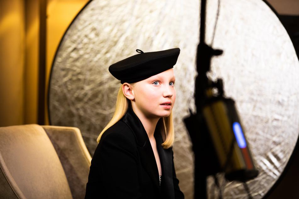 """Helena Zengel (12) während der Verleihung der Golden Globes. Zusammen mit mit Weltstars wie Jodie Foster (58) war sie dort in der Kategorie """"Beste Nebendarstellerin"""" nominiert."""
