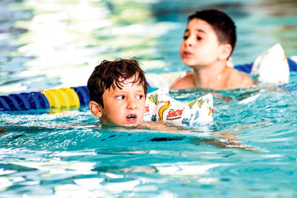 Für Kinder, deren Schwimm-Unterricht ins Wasser fiel, gibt es Gutscheine für Schwimmkurse in den Sommerferien. (Symbolfoto)