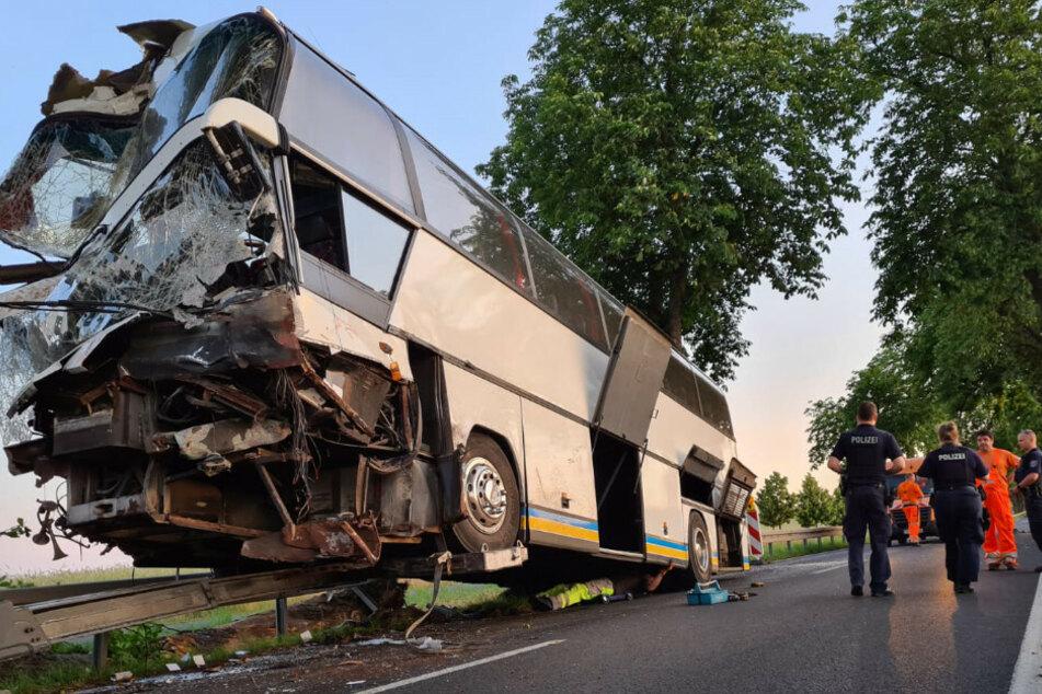 Horror-Bus-Unfall mit einem Toten: Ursache weiterhin unklar
