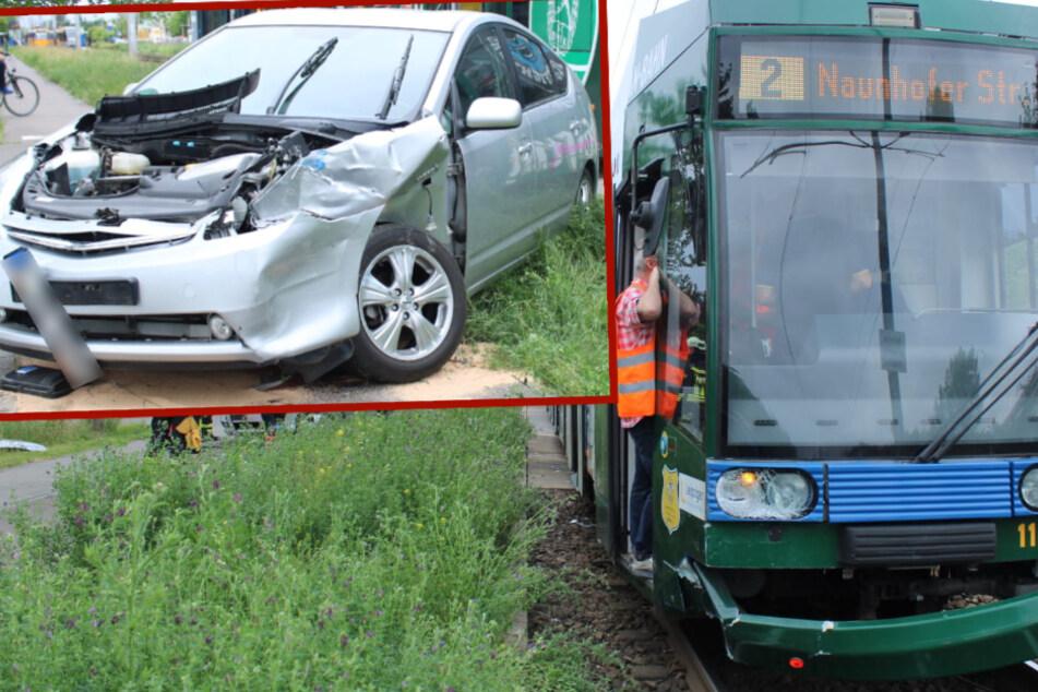 Leipziger Tram rammt Auto von den Schienen