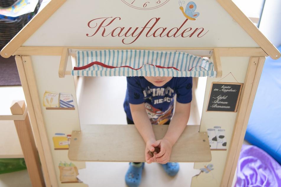 Eltern sollen einen zweiten Corona-Kinderbonus in Höhe von 300 Euro erhalten, fordert das Deutsche Kinderhilfswerk.