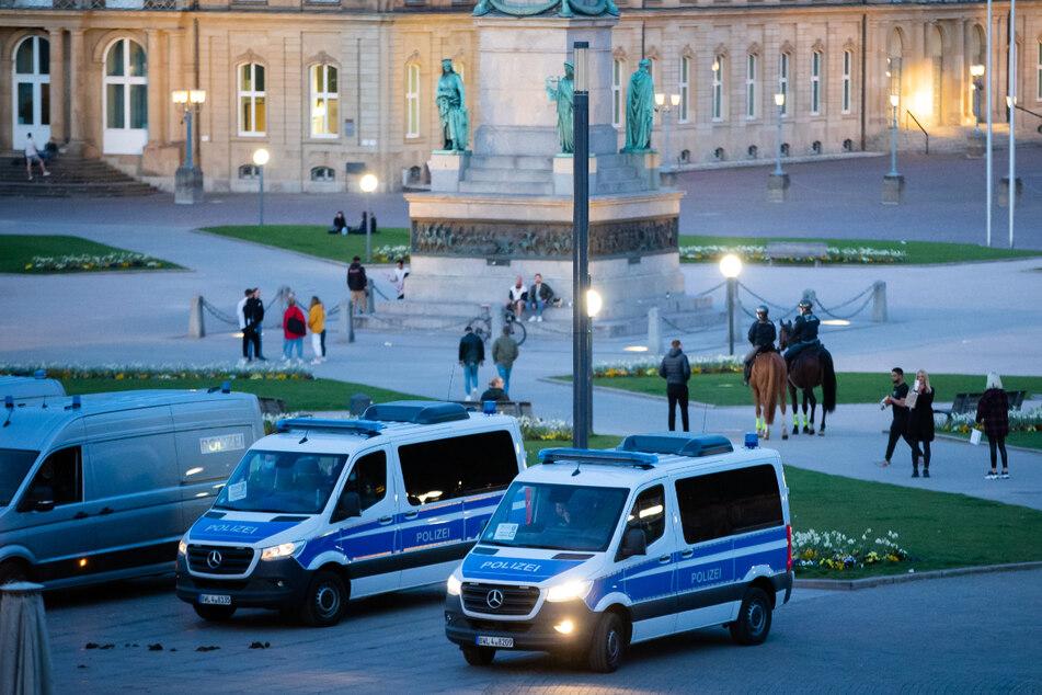Stuttgart am vergangenen Freitag: Einsatzwagen der Polizei am Schlossplatz.