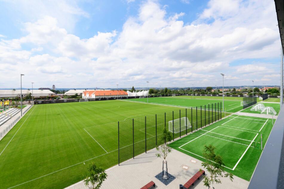 Zwei Rasen- und ein Kunstrasenplatz sind im neuen Trainingszentrum entstanden. Das ist nicht mehr zu vergleichen mit den Bedingungen im Großen Garten.
