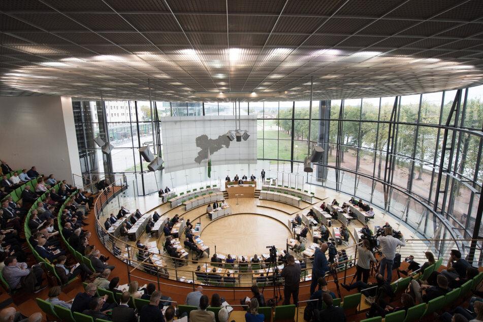 Im Plenarsaal des Sächsischen Landtags werden viele Reden gehalten.