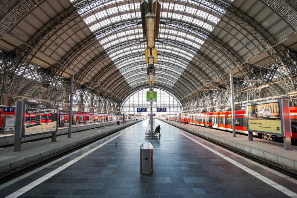 Dieses Bild soll bald der Vergangenheit angehören. Auf dem Frankfurter Hauptbahnhof werden wieder wesentlich mehr Fahrgäste erwartet.
