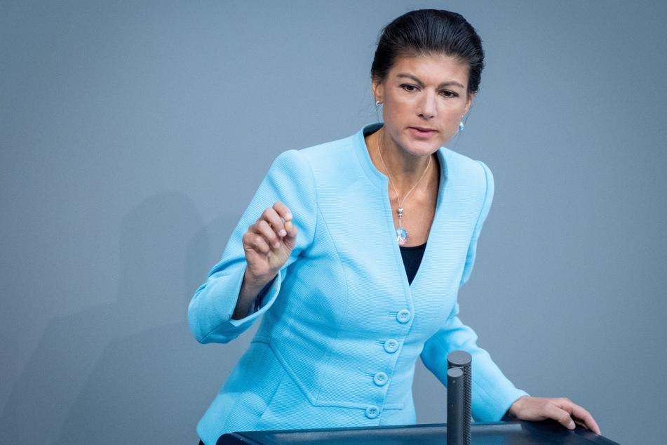 Bei einer Kampfabstimmung in Essen setzte sich Sahra Wagenknecht (51, Die Linke) mit 127 Stimmen gegen zwei Gegenkandidatinnen durch.