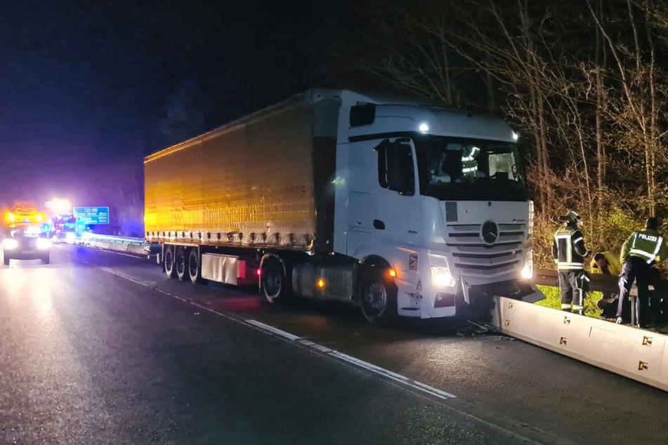 Ein besoffener Brummi-Fahrer hat am späten Samstagabend an der Anschlussstelle Potsdam Nord für ein Verkehrschaos auf der A10 gesorgt.