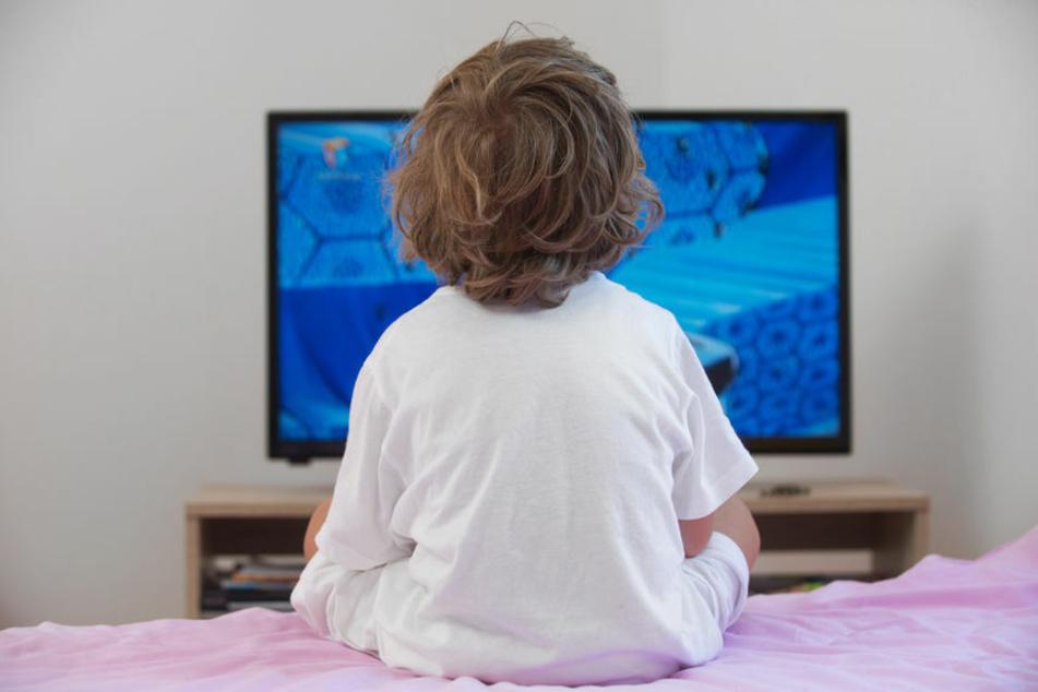 Viele Eltern lassen ihre Kinder schon im Kleinkindalter Fernsehen schauen. (Symbolbild)