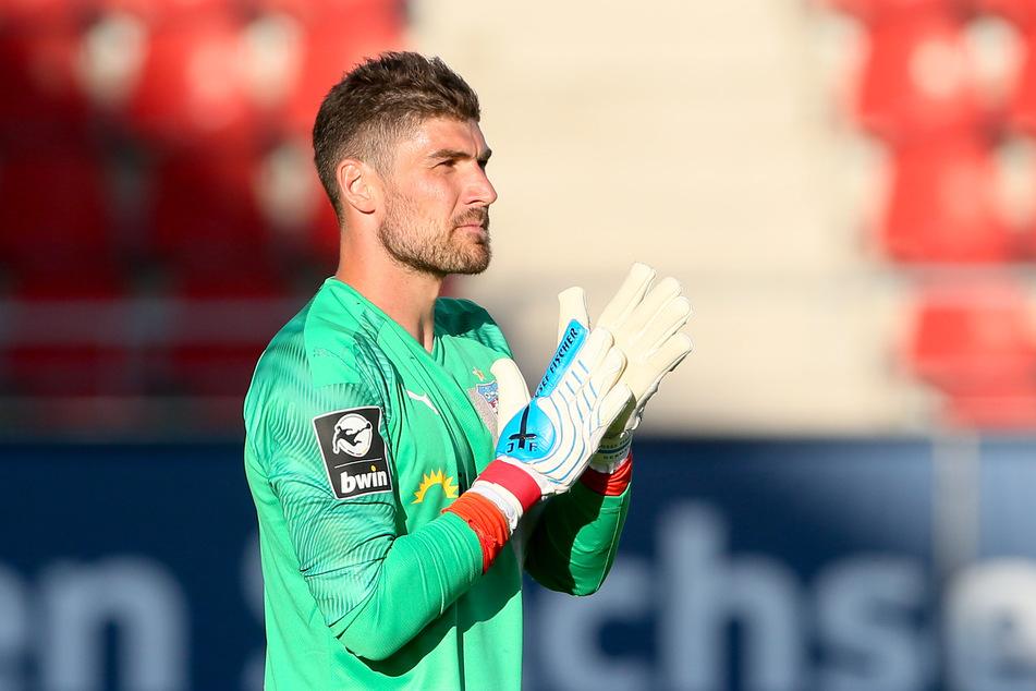 Torwart und Kapitän Johannes Brinkies verlängert seinen Vertrag beim FSV Zwickau um zwei weitere Jahre.