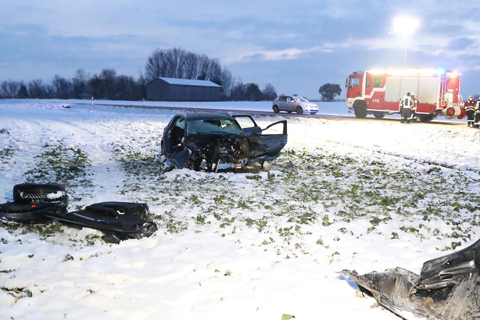 Gegen 5.45 Uhr entdeckte ein Zeuge das Unfallauto auf einem Feld.