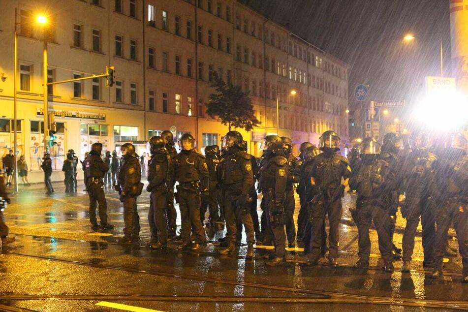 Nach der Räumung des besetzten Hauses auf der Ludwigstraße kam es am Donnerstagabend zu Protesten in Leipzig. Dabei sollen auch Polizisten angegriffen worden sein.