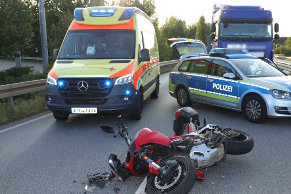 Biker rast auf B173 in Lkw: Fahrer wird jetzt wegen Fahrerflucht gesucht!