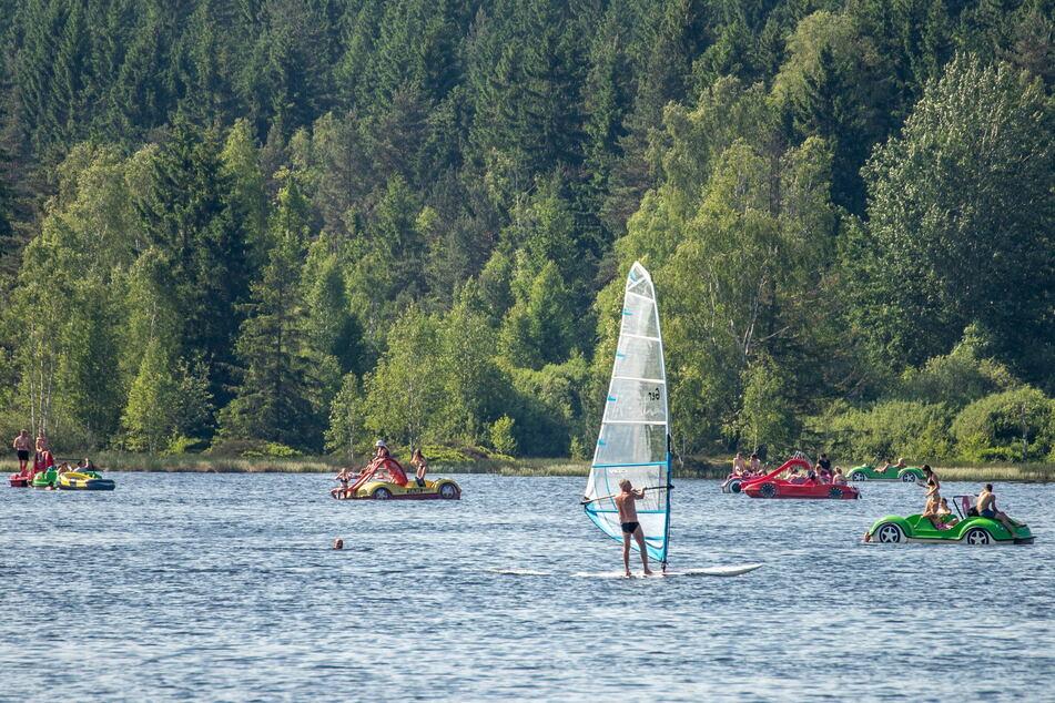 Surfer und Tretboote bevölkerten zwei Tage lang den Stauweiher.