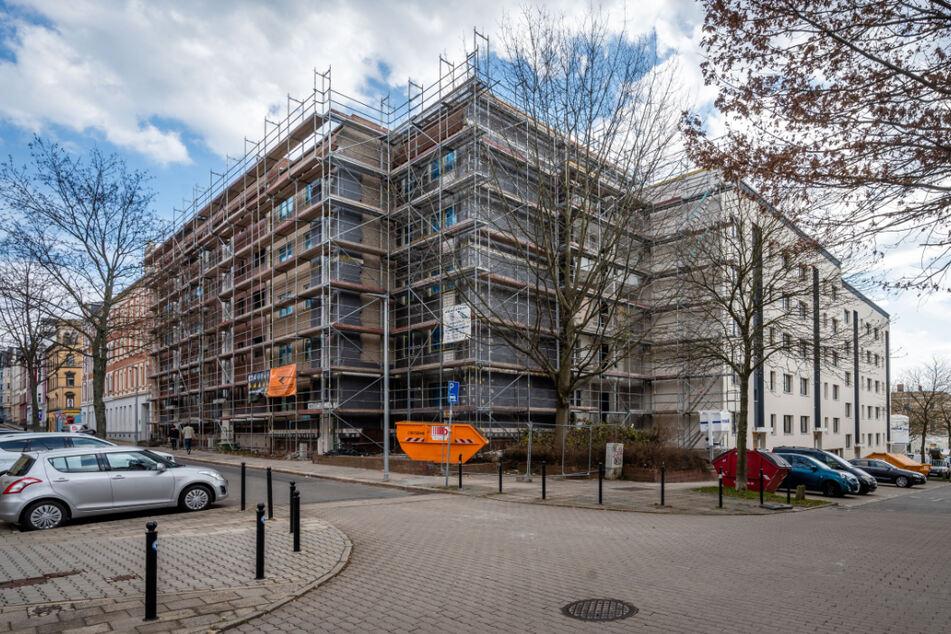 In den Plattenbauten an der Tschaikowski-/Sonnenstraße befinden sich Mietwohnungen. Sie sind saniert worden.