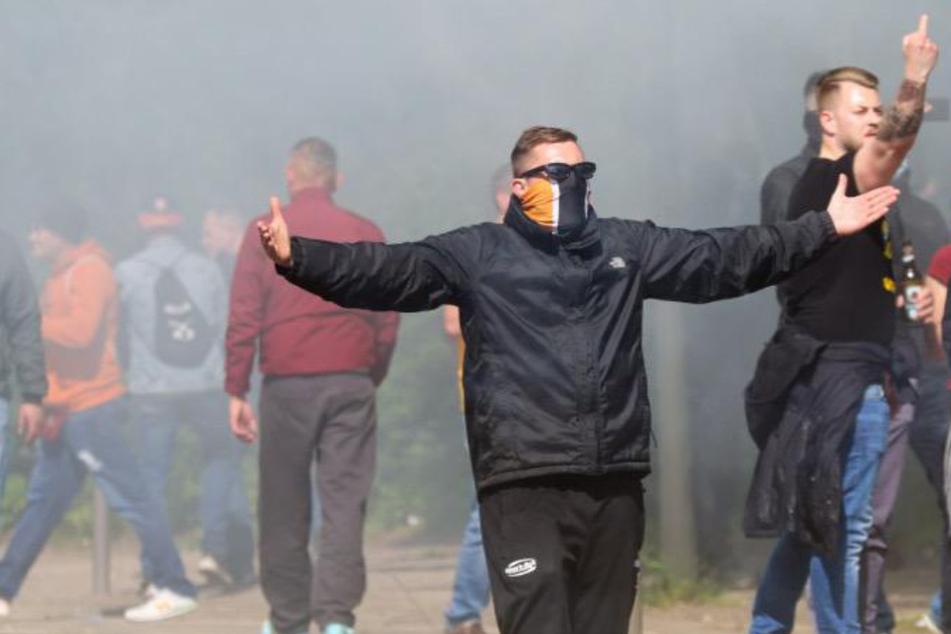 Diesen Dynamo-Anhängern scheint der Aufstieg nicht zu wichtig zu sein. Sie verbreiten Chaos.