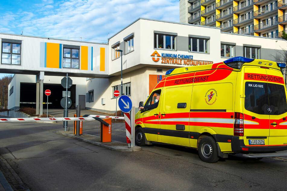 Im Klinikum Chemnitz waren am Freitagmorgen nur zwei Intensivbetten frei. Derweil steigt die Zahl der Corona-Patienten steil an.