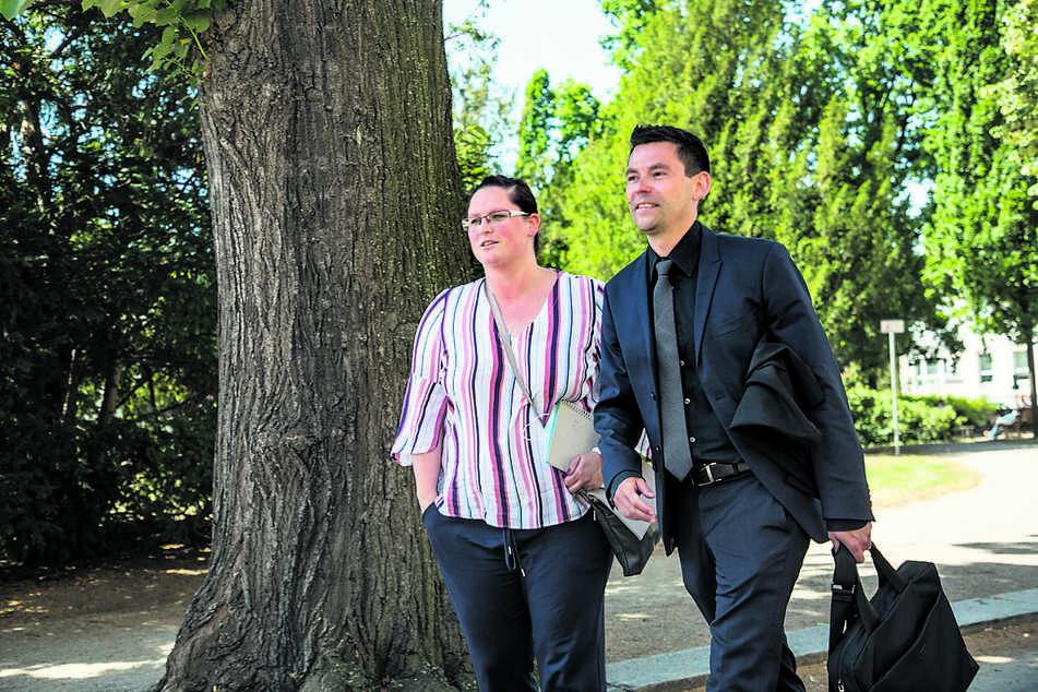 Peggy L. (40), hier mit ihrem Anwalt Christian Busch (40), verlangte Schadensersatz.