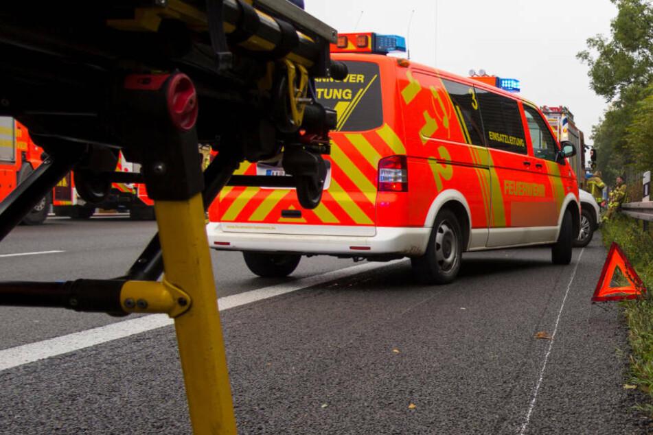 Der schwer verletzte 41-Jährige musste nach dem Unfall vom Notarzt in ein Krankenhaus eingeliefert werden (Symbolbild).