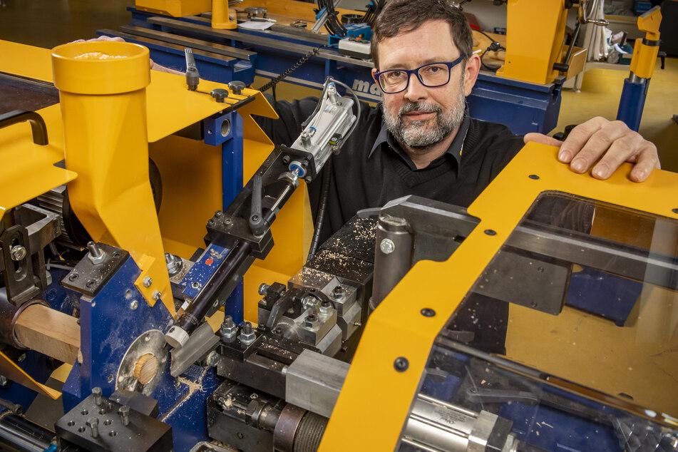 etriebsleiter Martin Steinert (50) wollte seine Sondermaschinen nächste Woche auf der Messe in Nürnberg zeigen.