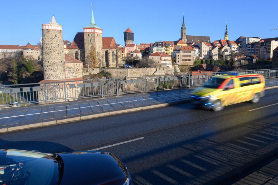 Prügelei in der Silvesternacht: Angriff auf Polizisten auf der Friedensbrücke