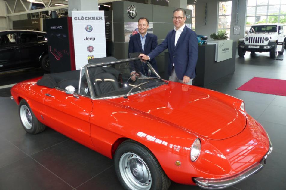 Nikolaus (43, l.) und Adrian Glöckner (46) verkaufen jetzt auch Jeep und Alfa Romeo in Leipzig.