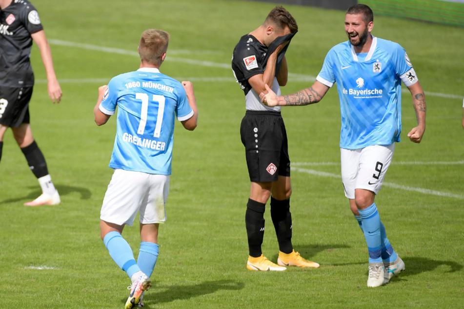 Fabian Greilinger jubelt mit Sascha Mölders über seinen späten Ausgleichstreffer.