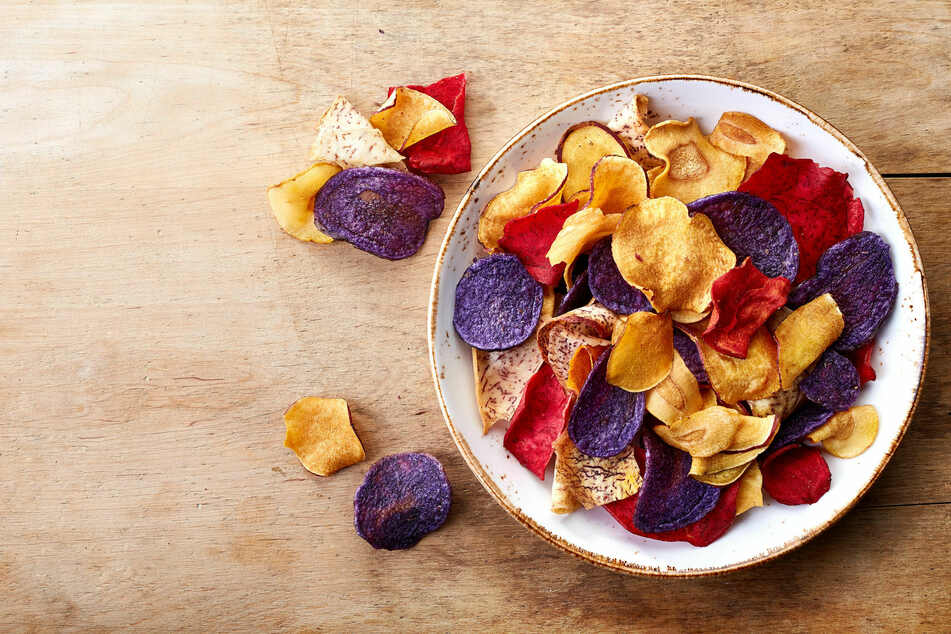 Crispy homemade vegetable chips: treat yourself to a tasty and healthy snack with this easy recipe!