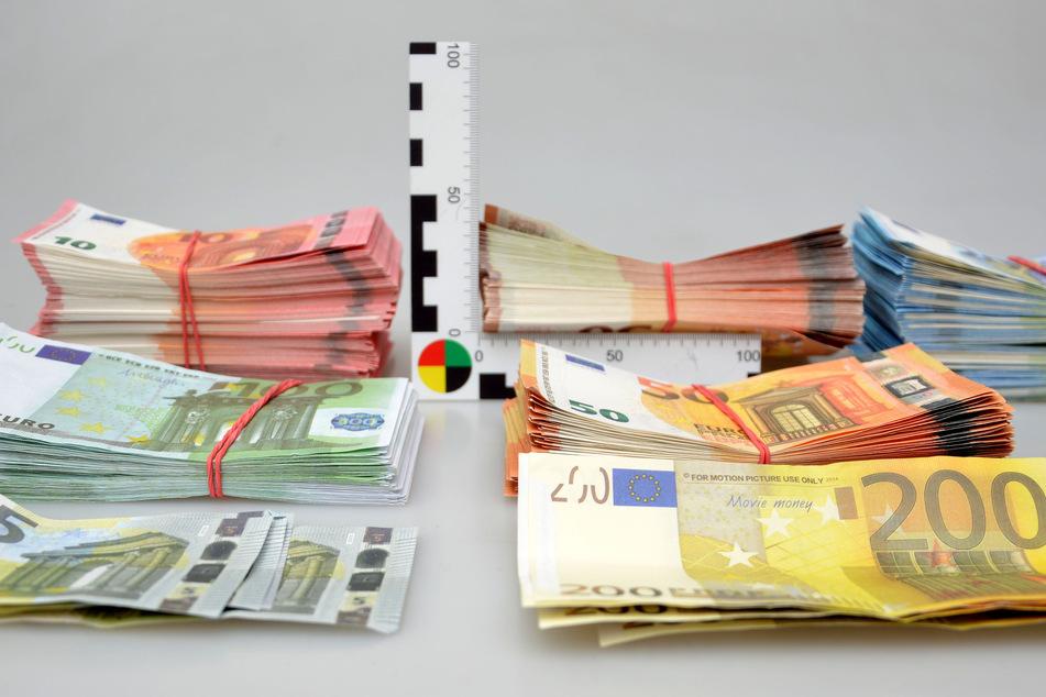 Blöd gelaufen: Mann bietet Falschgeld in Chat an, Polizei liest mit