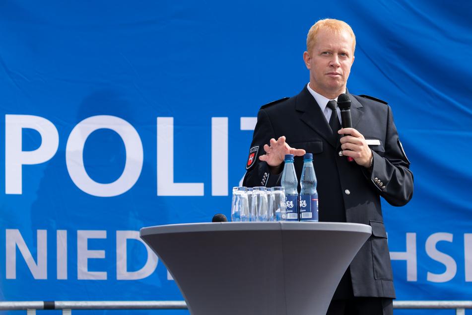 Carsten Rose (55), Direktor der Polizeiakademie Niedersachsen betonte, dass in der Gesellschaft kein Platz für Gewalt durch die Polizei sei - genauso wenig wie für Gewalt gegen die Polizei. (Archivbild)