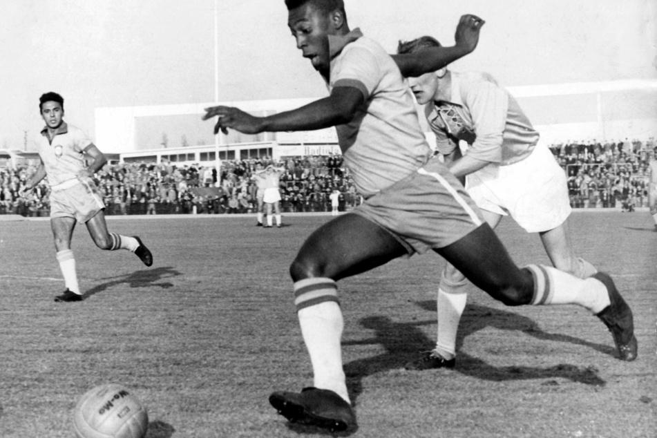 Pelé (80) 1960 in Malmö. Er ist einer der größten, wenn nicht sogar der größte Fußballer Brasiliens aller Zeiten.
