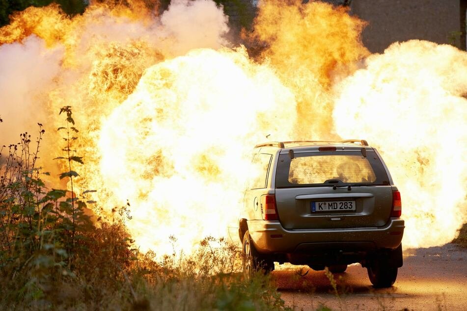 """Am Set von """"Alarm für Cobra 11"""" geht es explosiv zur Sache. Für die Schauspieler ist das nicht immer ungefährlich."""