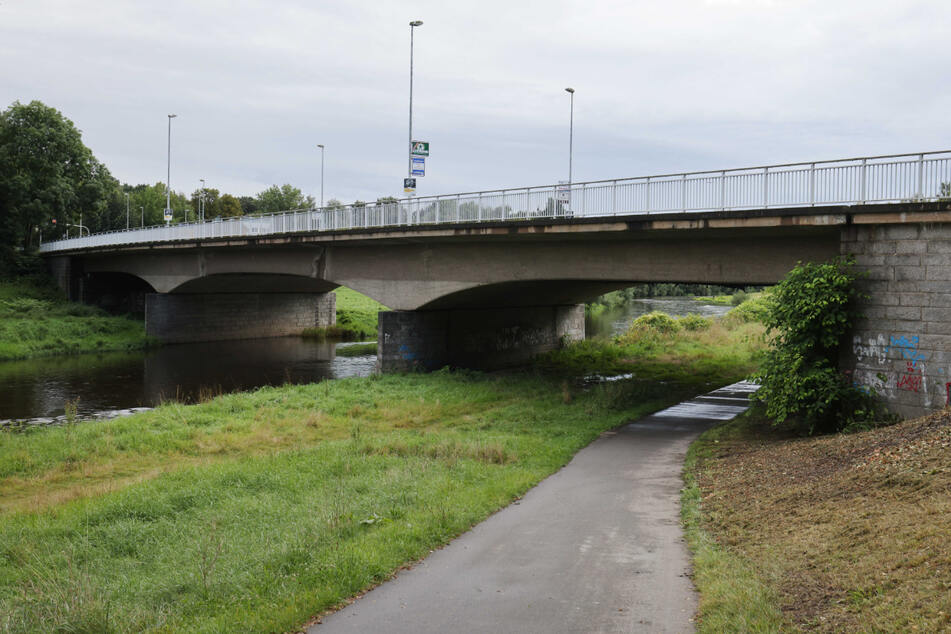 An der Schedewitzer Brücke in Zwickau wurden die verschwundenen Geschwister am Vormittag gefunden - wohlauf.
