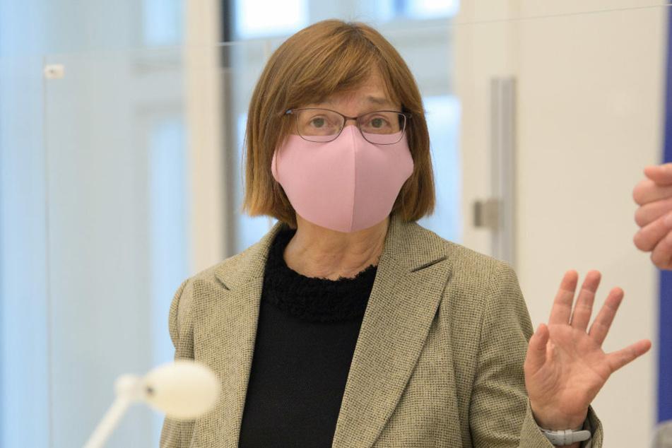 Ursula Nonnemacher (63, Bündnis 90/Die Grünen) ist wegen einer Corona-Infektion im familiären Umfeld in häuslicher Quarantäne.