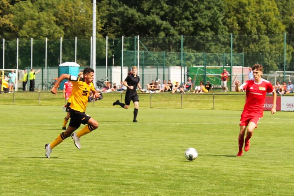 Dynamo storm expertise Jonathan Akaegbobi nominated for the German U16 nationwide workforce!