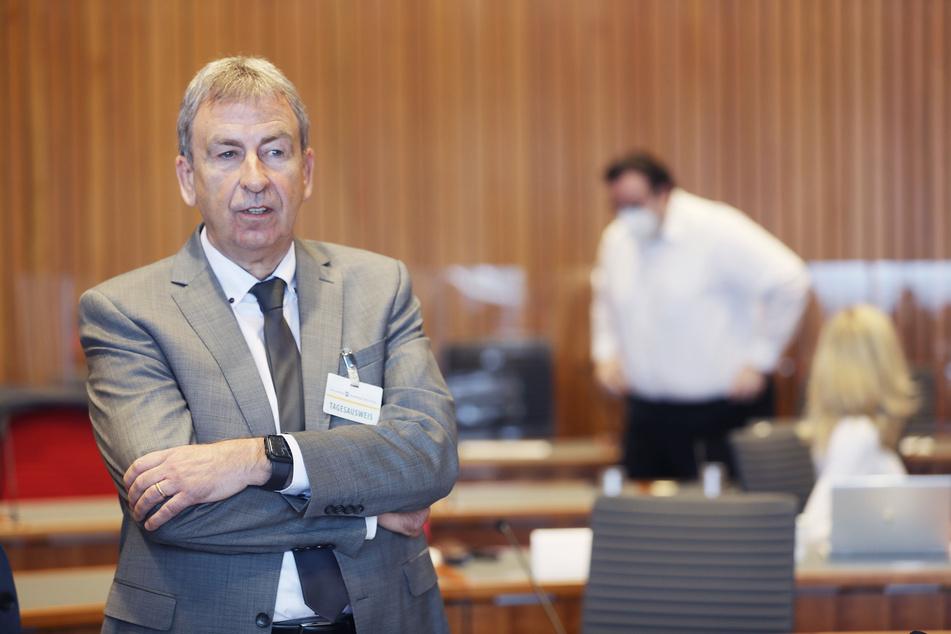 Der pensionierte Landrat des Kreises Höxter, Friedhelm Spieker (60, CDU), hat als Zeuge ausgesagt.