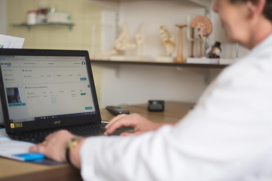 Ärztliche Online-Behandlung seit Corona sehr gefragt: docdirekt wird dauerhaft angeboten
